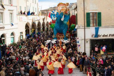 Carnevale di foiano della chiana eurocasa holiday for Idee per carri di carnevale semplici
