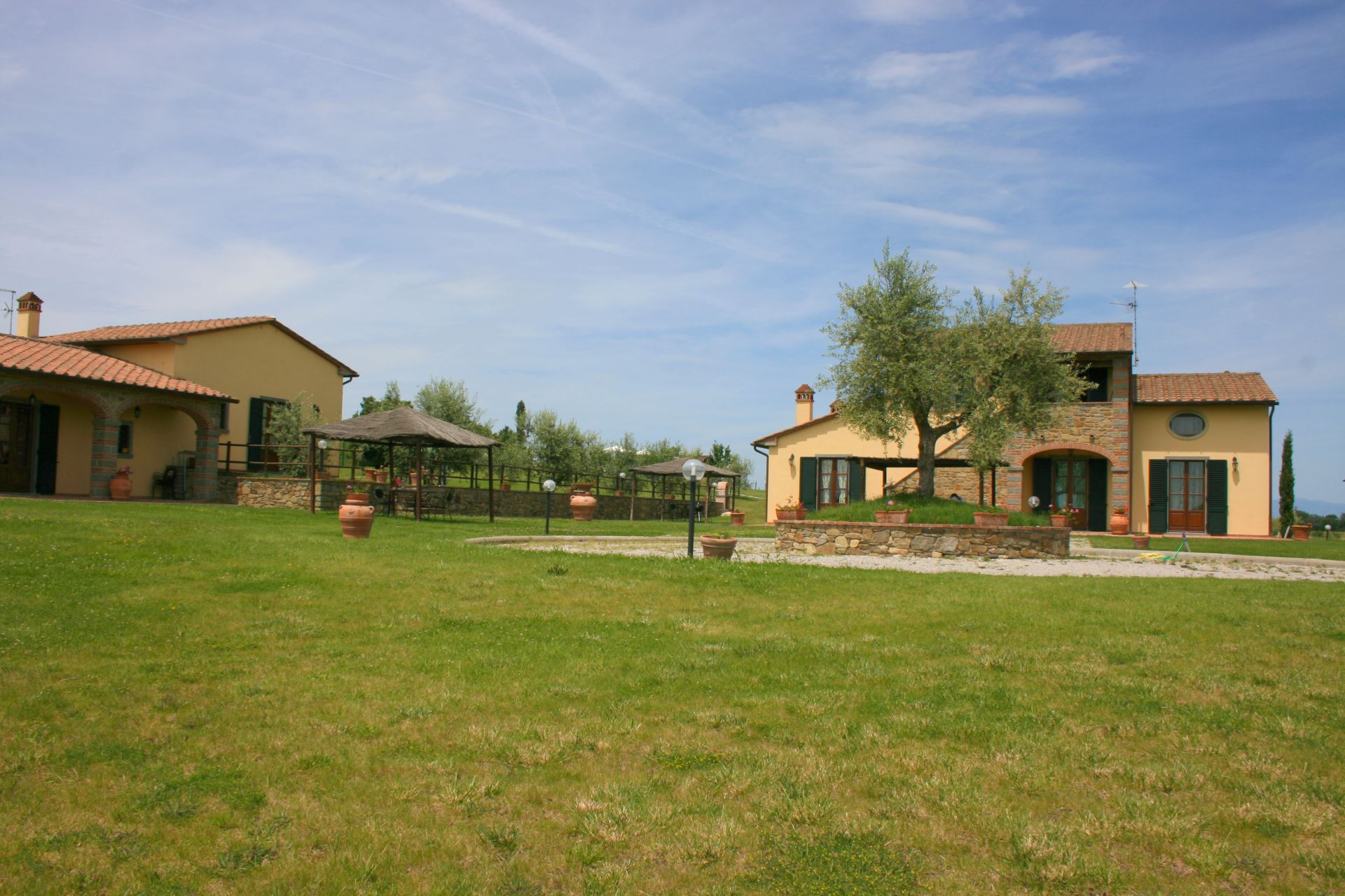 APARTMENTS WITH POOL CORITO CORTONA TOSCANA