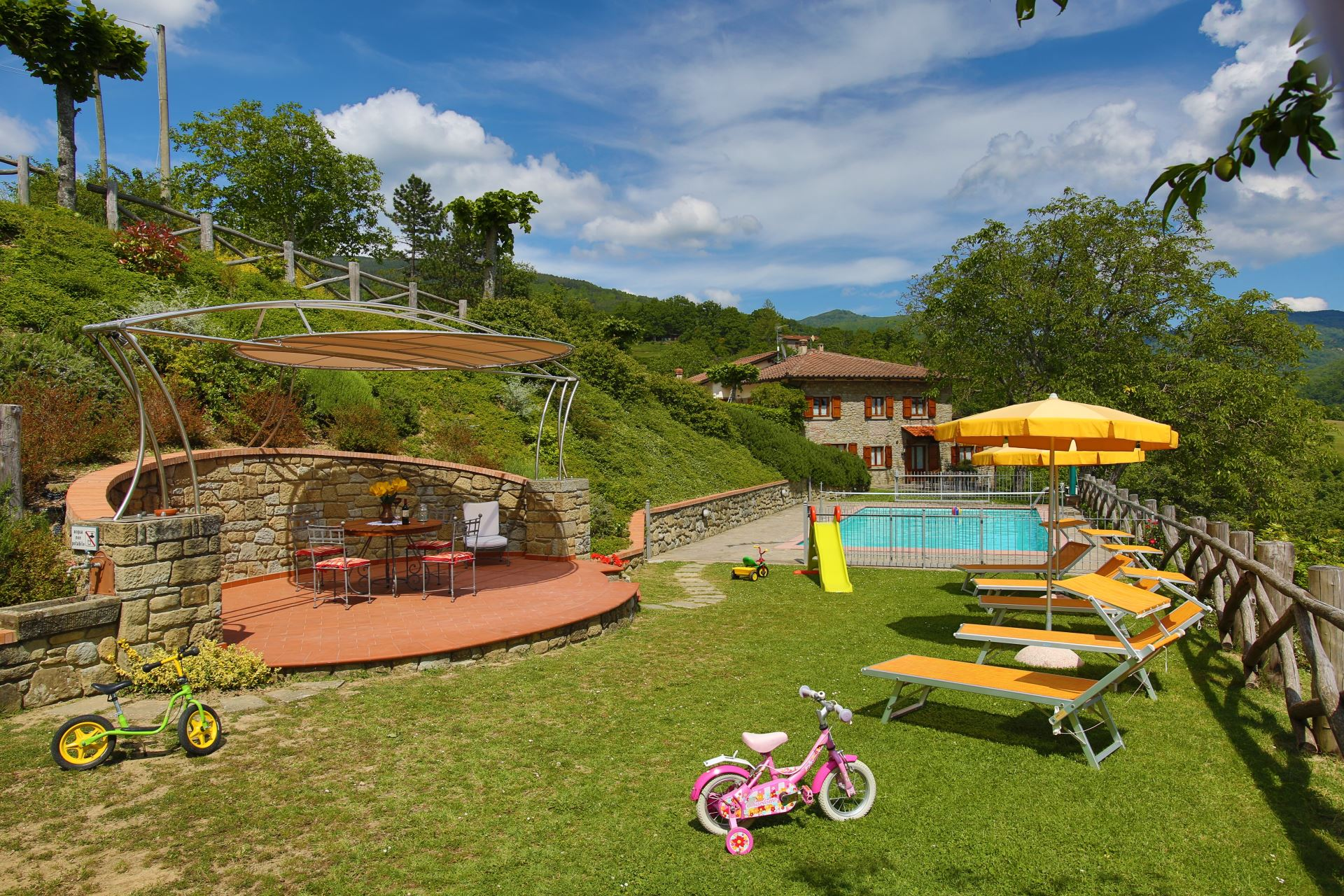 Villa Scatolaia, fenced private pool, perfect for children, sleeps 14