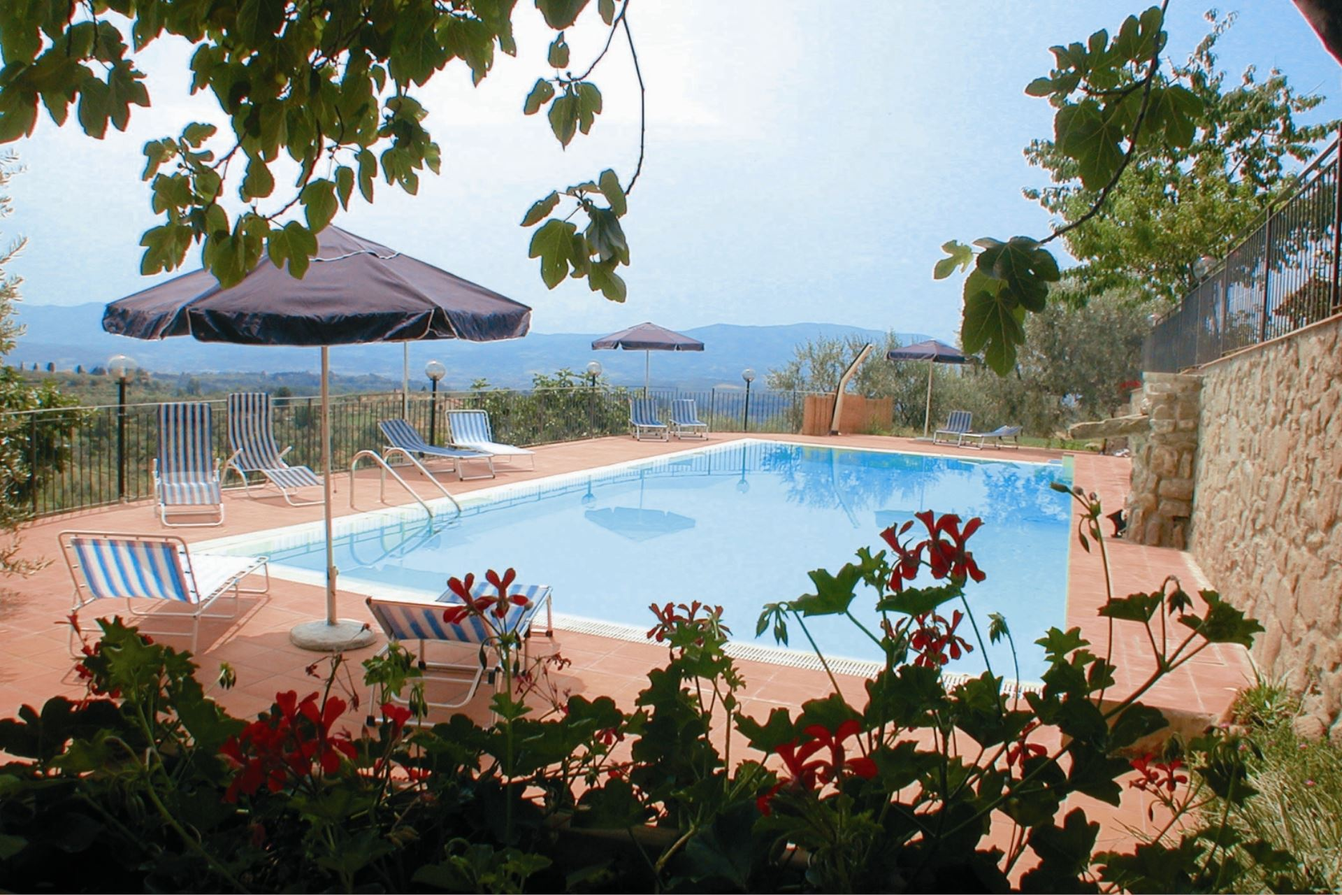 APARTMENTS WITH POOL IL COLOMBAIO PIAN DI SCÒ TOSCANA