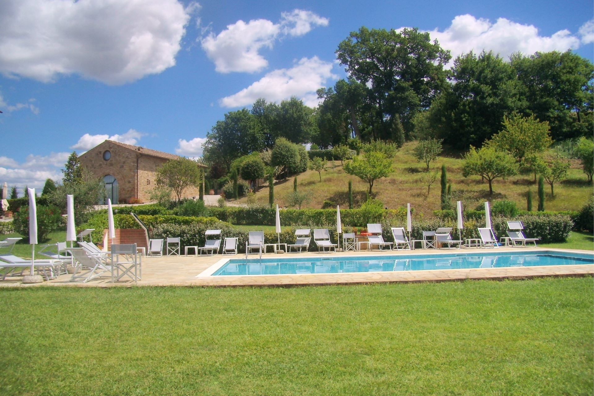 APPARTEMENTS AVEC PISCINE DECAMERONE GAMBASSI TERME TOSCANA
