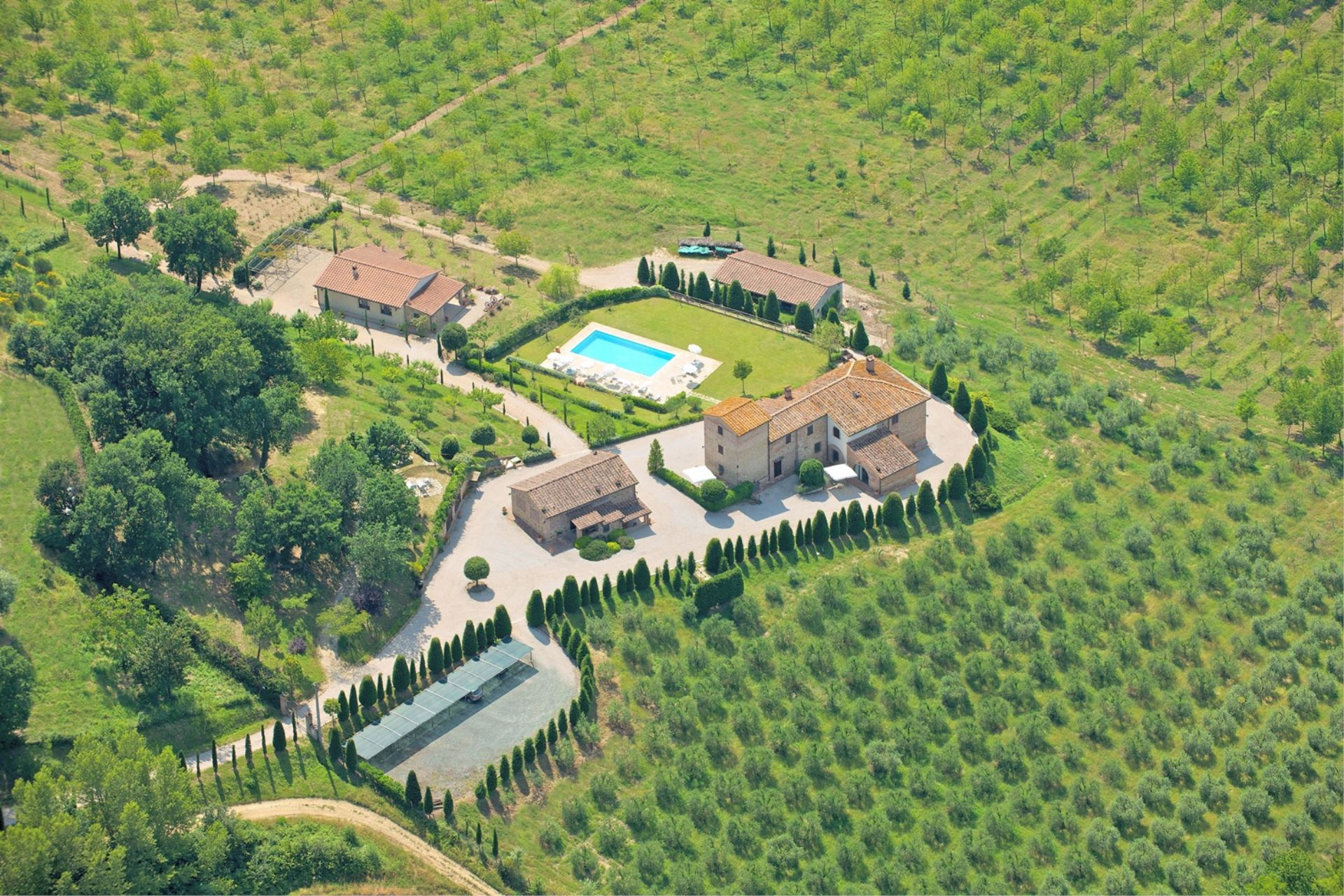 APARTMENTS WITH POOL DECAMERONE GAMBASSI TERME TOSCANA