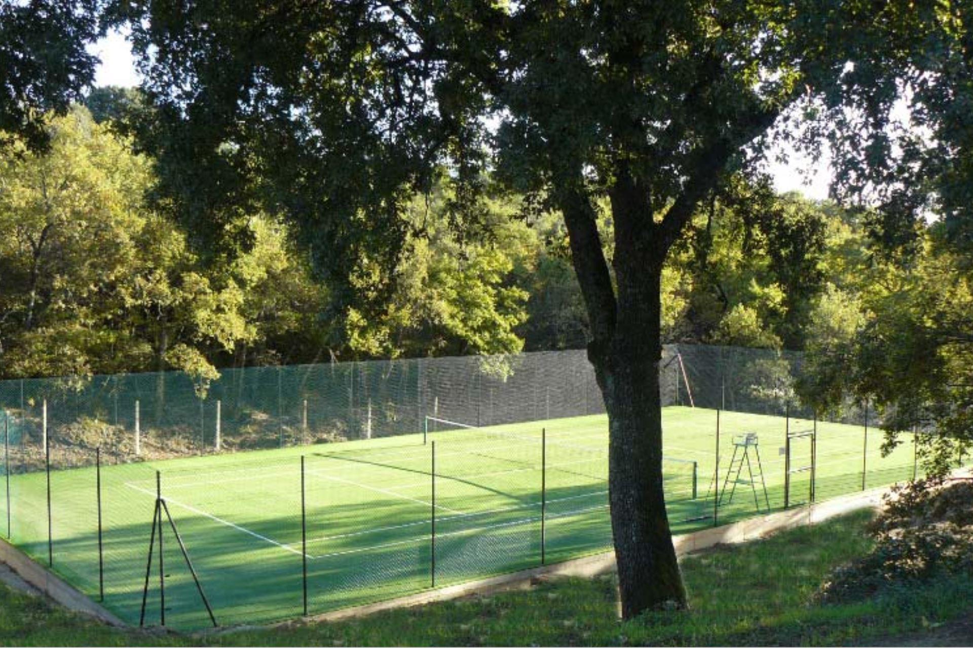 La Pastina : shared tennis court