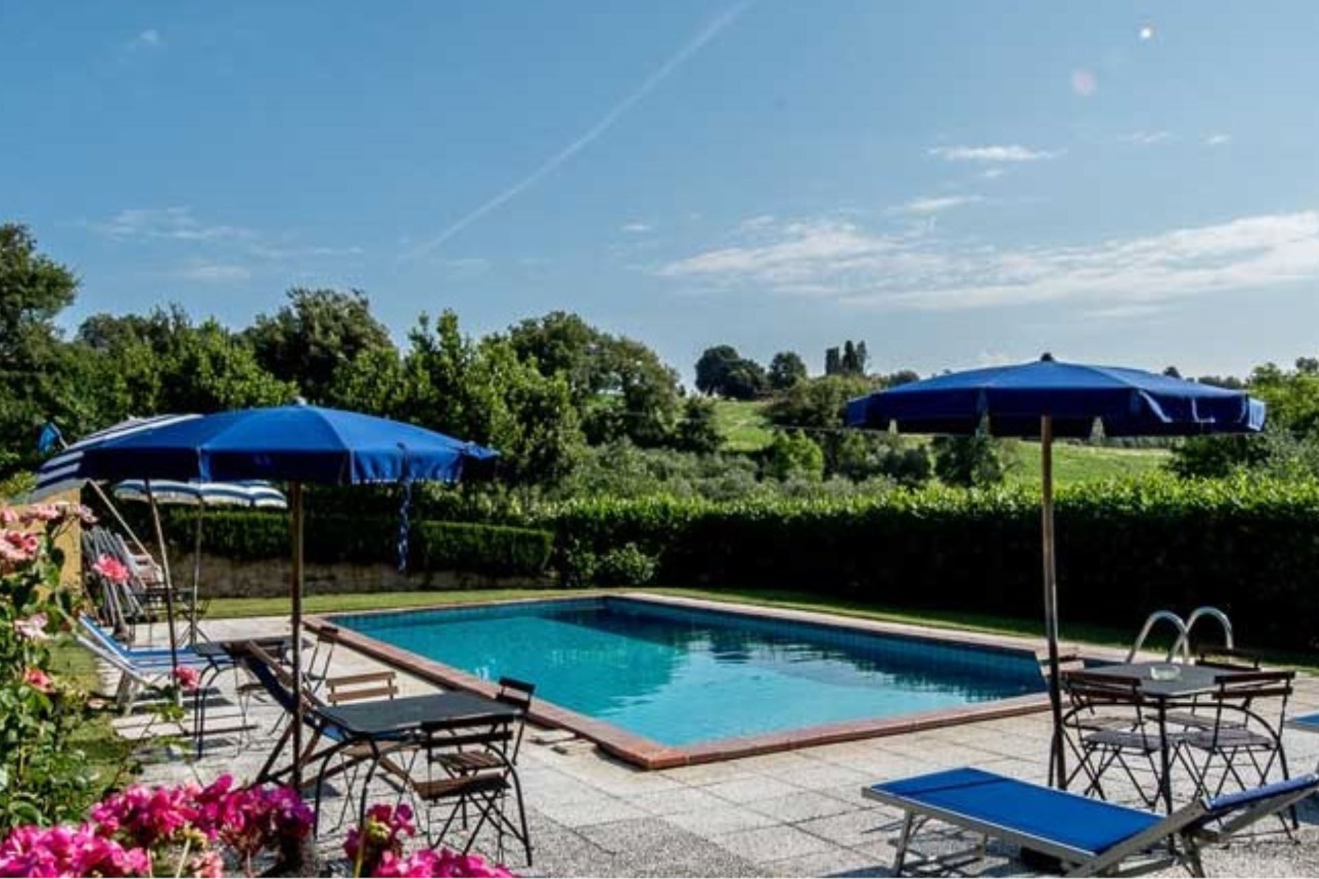 APARTMENTS WITH POOL IL GERANIO TREQUANDA TOSCANA