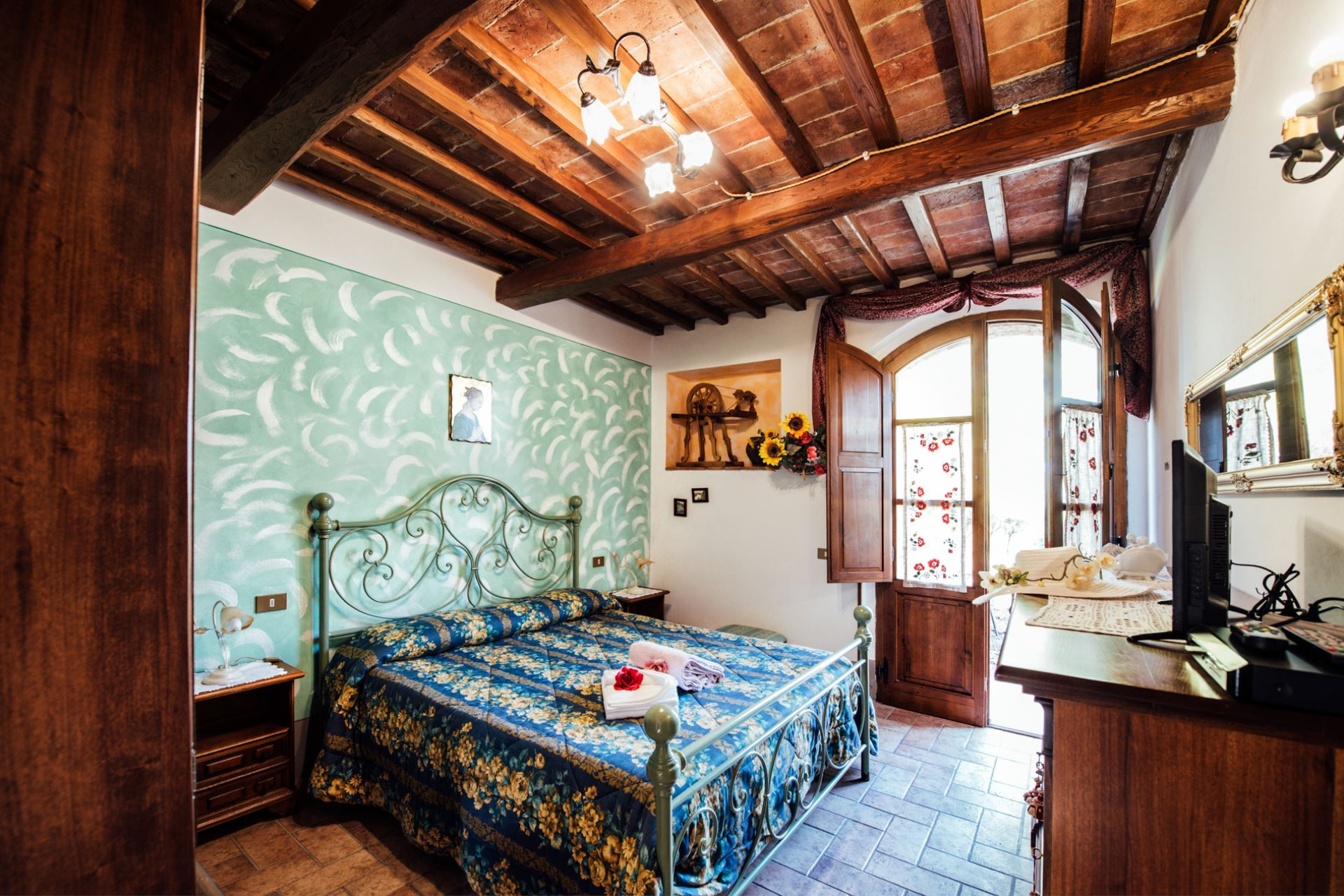 APARTMENTS WITH POOL IL CORTILE SAN QUIRICO D'ORCIA TOSCANA